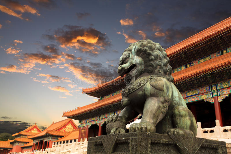 заход солнца зарева Пекин запрещенный городом стоковое изображение