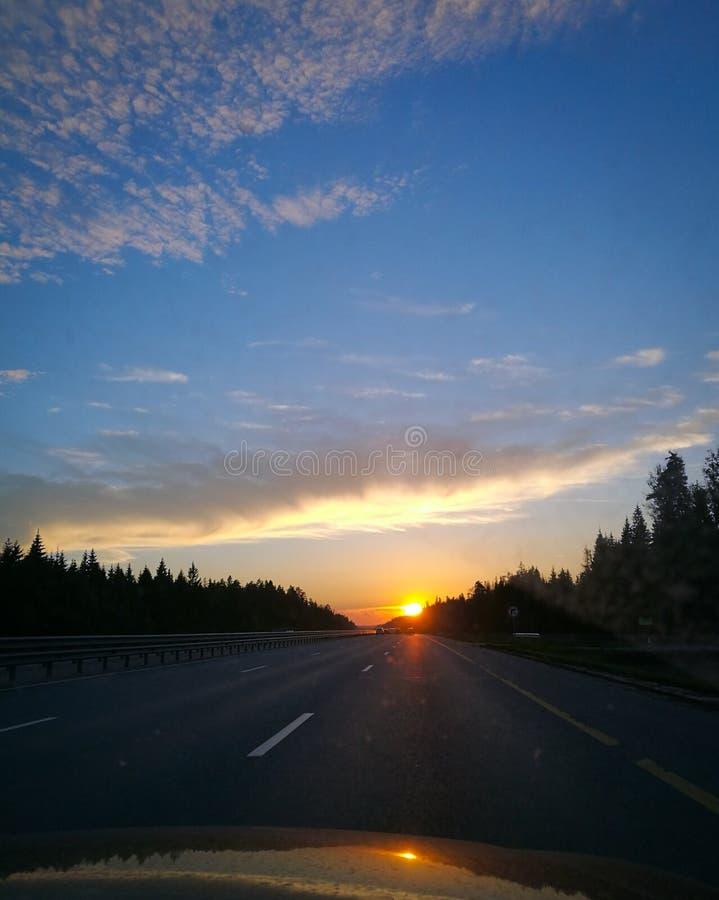 Заход солнца и дорога стоковое изображение rf