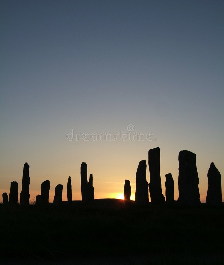 заход солнца камней callanish calanais стоящий стоковое изображение