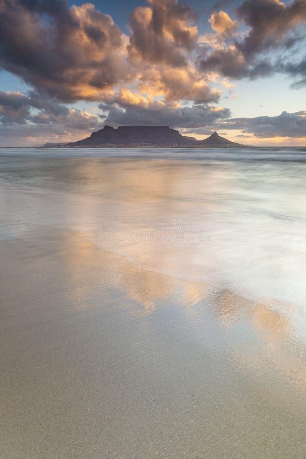 Заход солнца Кейптауна горы таблицы стоковая фотография rf
