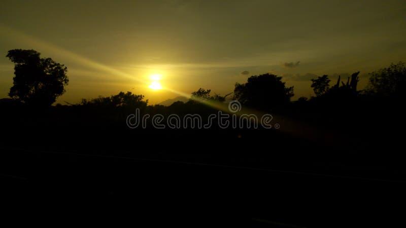 Заход солнца красивого солнца установленный стоковые фото