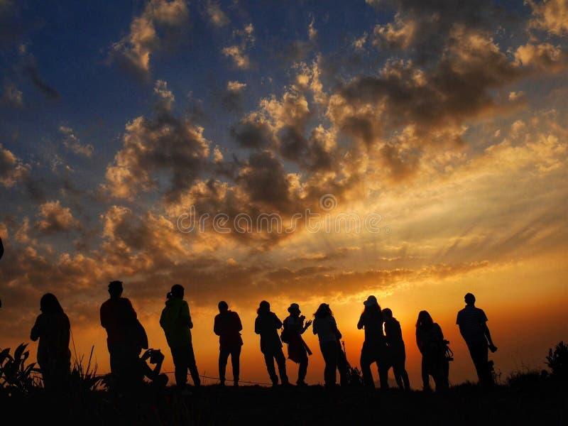заход солнца к siluate стоковая фотография