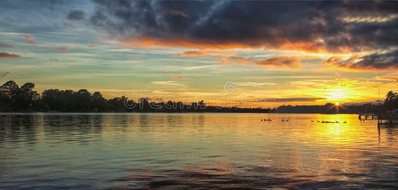 Заход солнца лета на озере Марион стоковое изображение rf