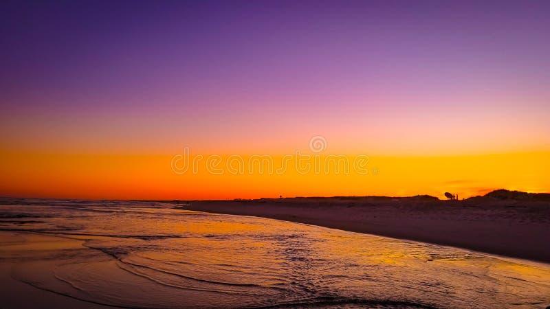 Заход солнца лета пляжа океана стоковое изображение