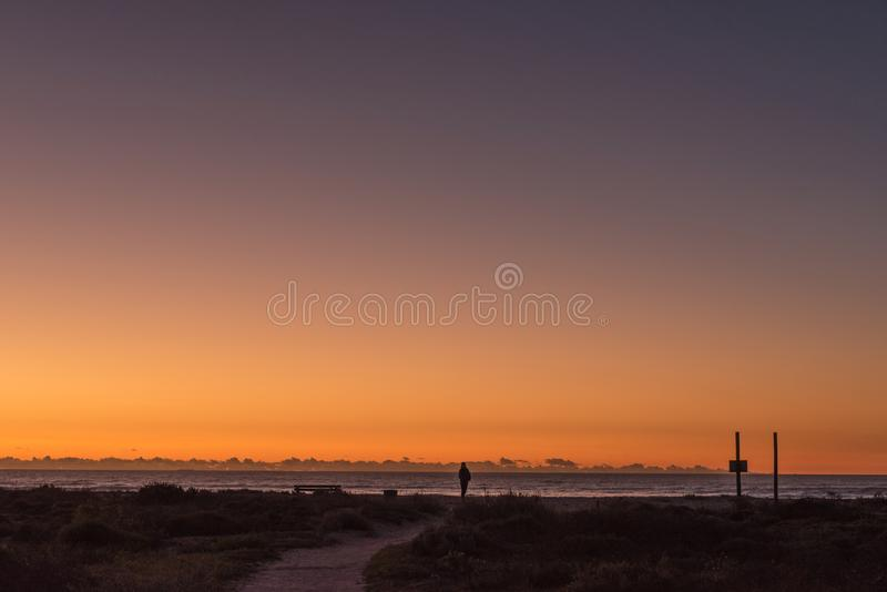 Заход солнца над Атлантическим океаном на Dwarskersbos стоковая фотография rf