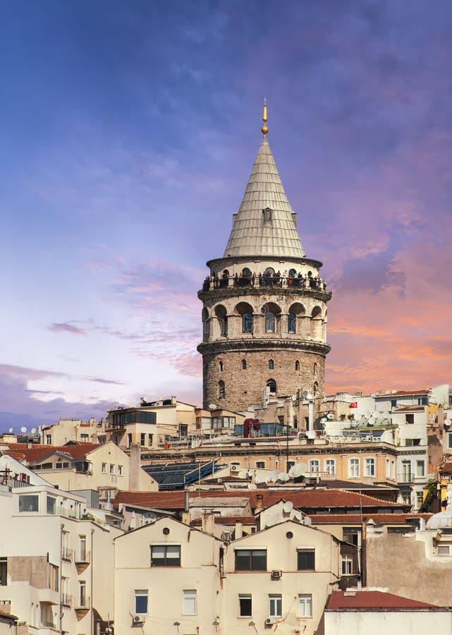 Заход солнца над башней Galata в Турции стоковые изображения rf