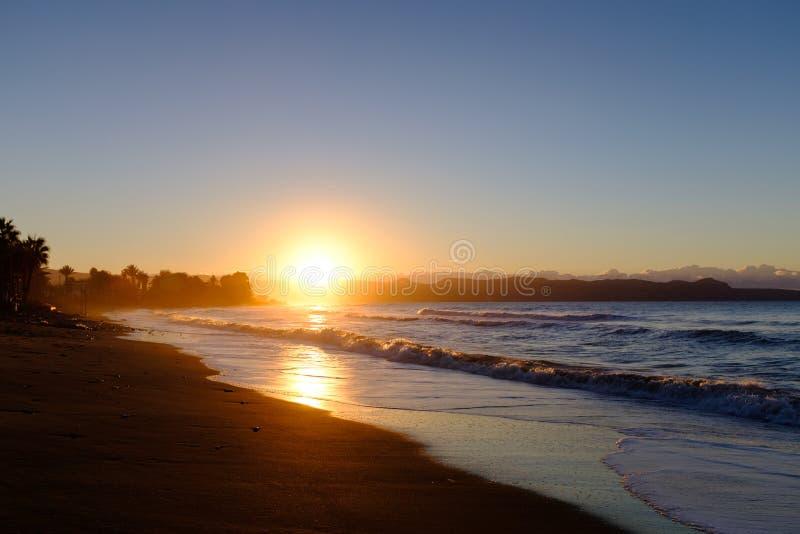 Заход солнца над берегом в Кипре стоковые фотографии rf