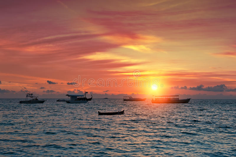 Заход солнца над гаванью стоковые фотографии rf