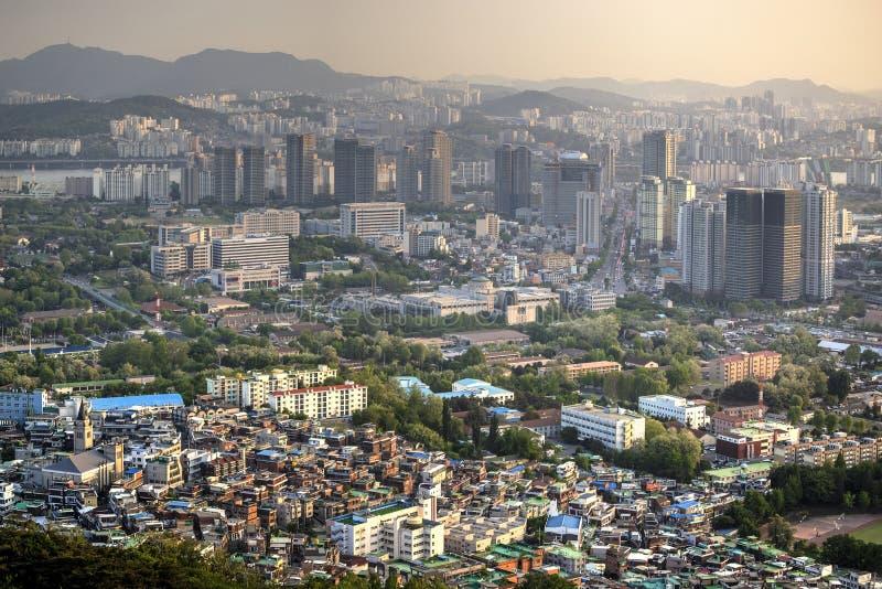 Заход солнца над городом Сеула стоковое фото