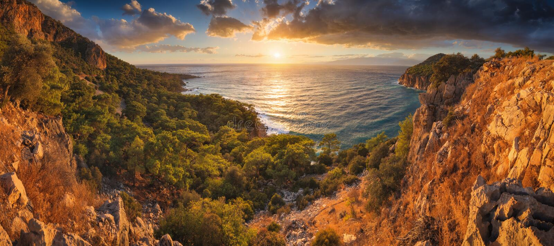 Заход солнца над заливом Средиземного моря стоковое изображение rf