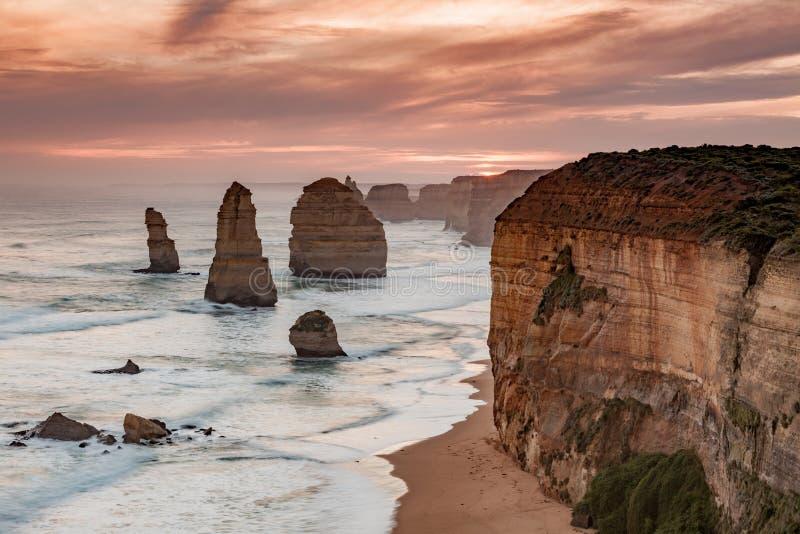 Заход солнца над иконическими 12 апостолами переносит campbell Викторию Австралию в 2010 стоковая фотография rf