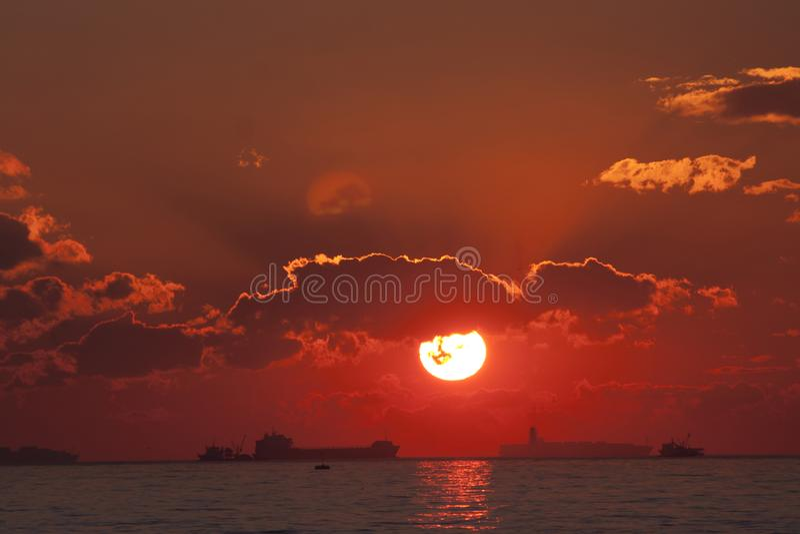 Заход солнца над ландшафтом моря море предпосылки грузит восход солнца стоковое фото rf
