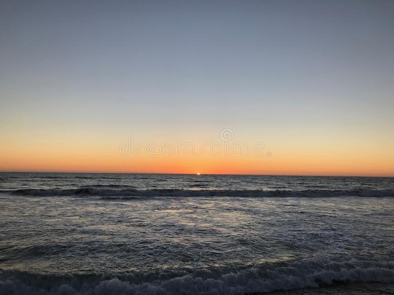 Заход солнца над мечта Тихим океаном - Калифорния стоковое фото rf