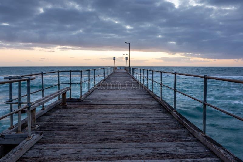 Заход солнца над молой на порте Noarlunga южной Австралии на двенадцатом стоковое фото rf