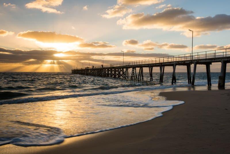 Заход солнца над молой на порте Noarlunga южной Австралии Australi стоковое изображение rf