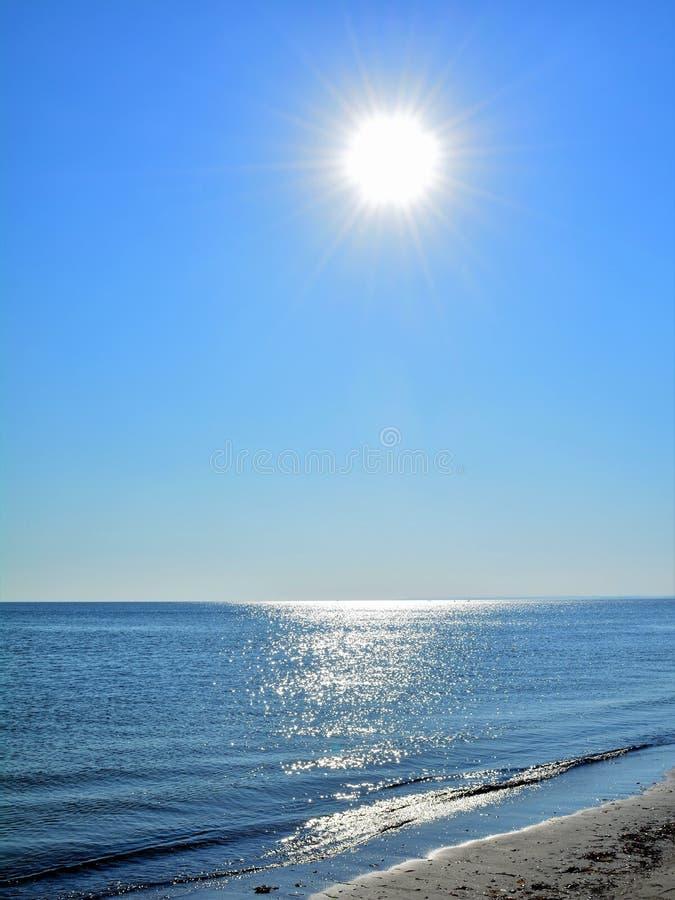 Заход солнца над океаном стоковые изображения