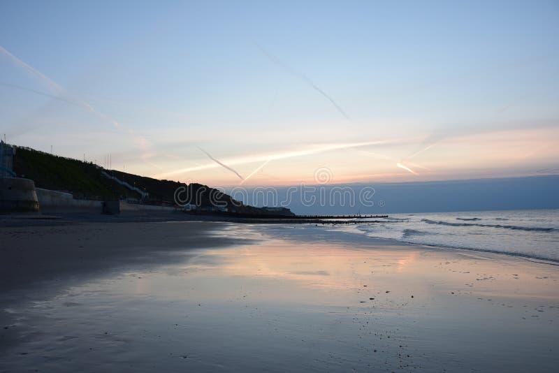 Заход солнца над пляжем Cromer в Норфолке стоковые изображения
