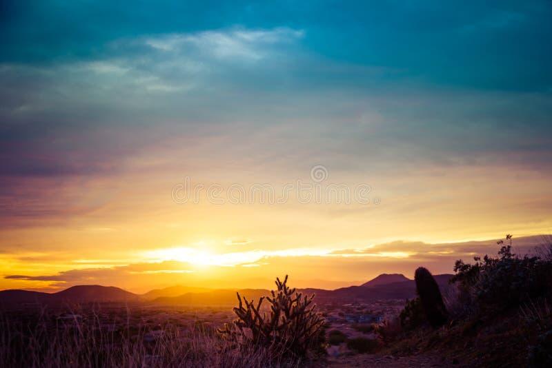 Заход солнца над пустыней американского юго-запада стоковая фотография rf