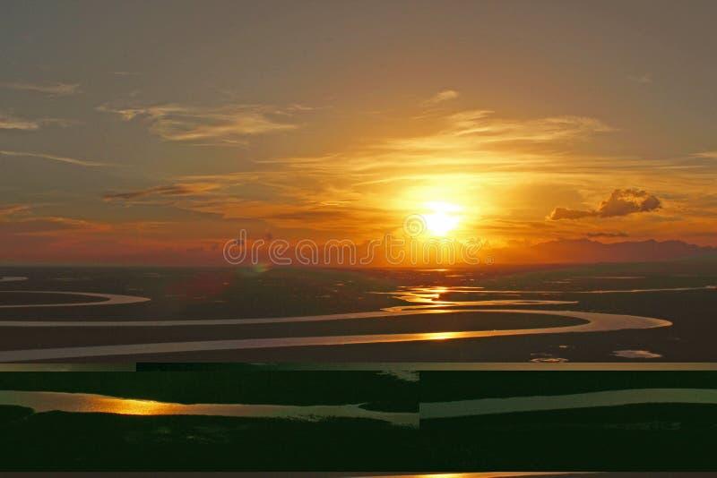 Заход солнца над рекой замотки в Bayinbuluke стоковые изображения rf