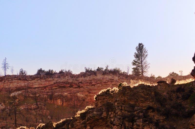 Заход солнца над скалами стоковая фотография rf