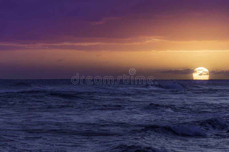 Заход солнца над Тихим Океаном стоковая фотография rf