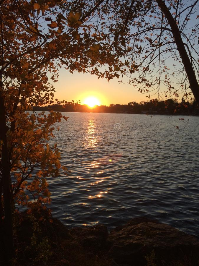 Заход солнца над Lake Ontario в Торонто, Онтарио, Канада Fall2017 стоковое фото