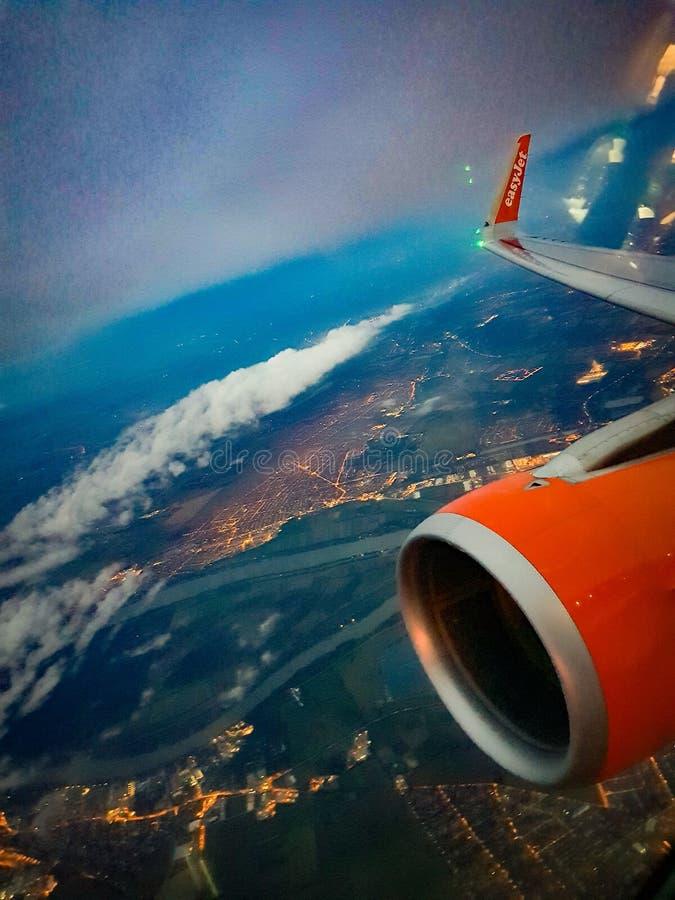 Заход солнца на авиапорте стоковая фотография