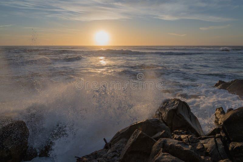 Заход солнца на Атлантическом океане стоковое фото