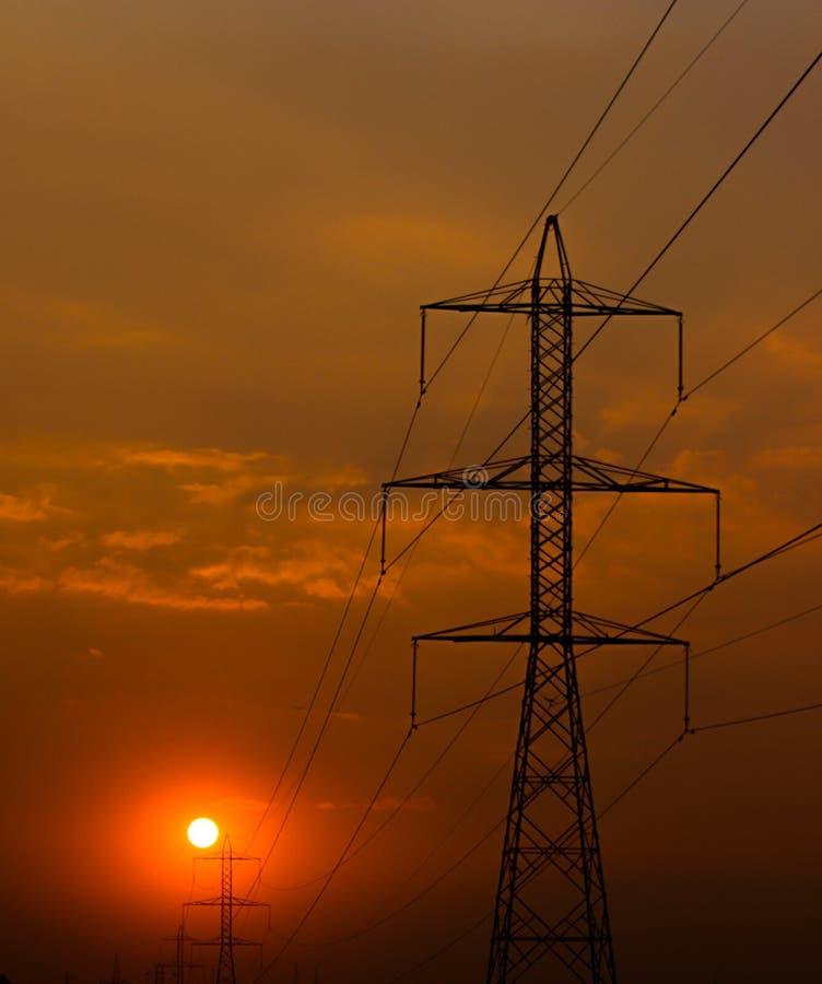 Заход солнца на башнях силы стоковое фото rf