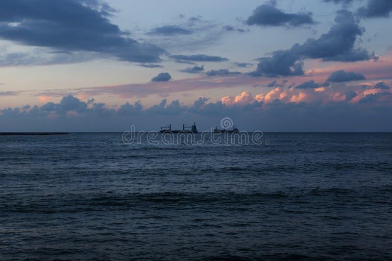 Заход солнца на береге моря Sidon, Saida, Ливане стоковое изображение rf