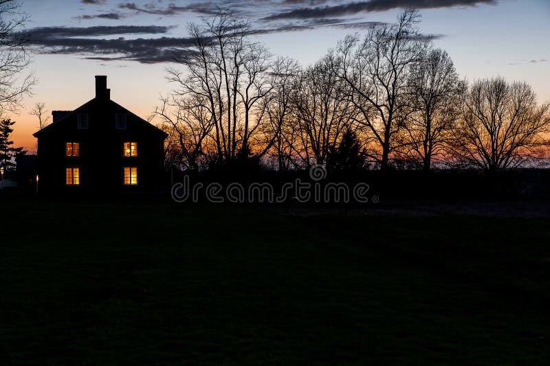 Заход солнца на деревне шейкера Pleasant Hill - Кентукки стоковые изображения