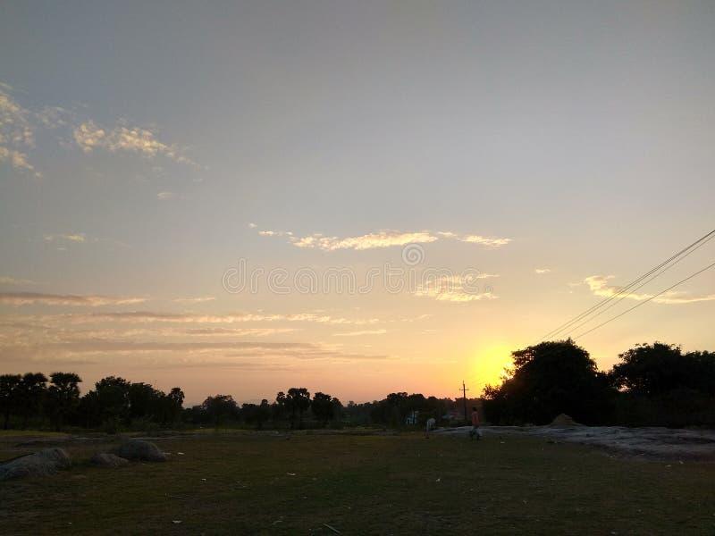 Заход солнца на земле стоковые фото