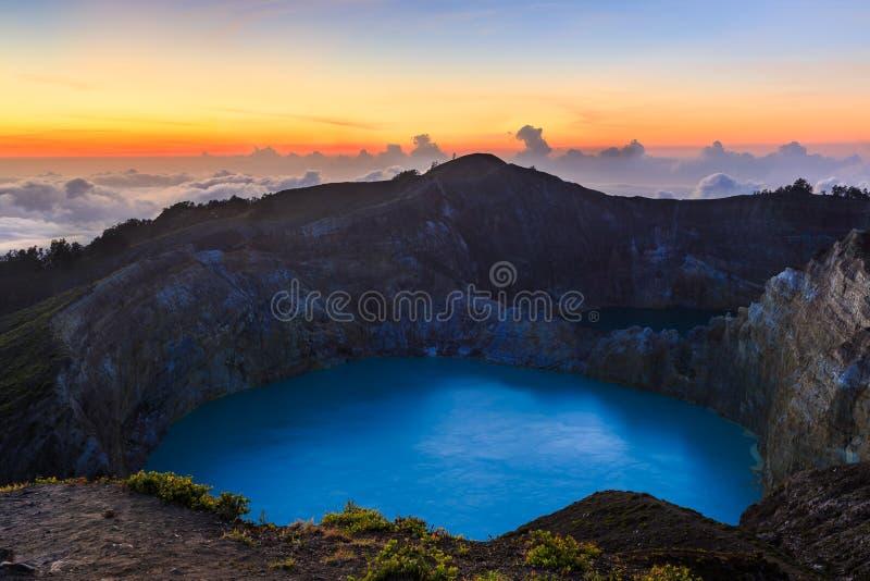 Заход солнца на кратере вулкана Kelimutu на острове Индонезии Flores стоковая фотография rf