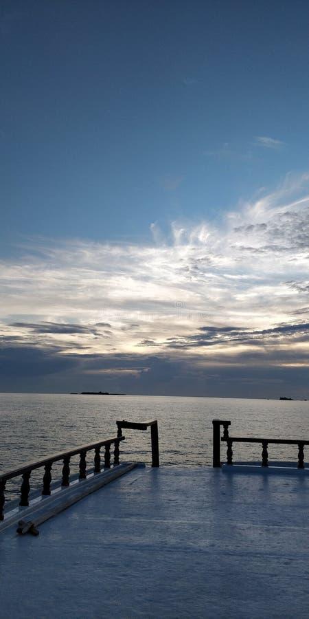 Заход солнца на круизе стоковые изображения rf