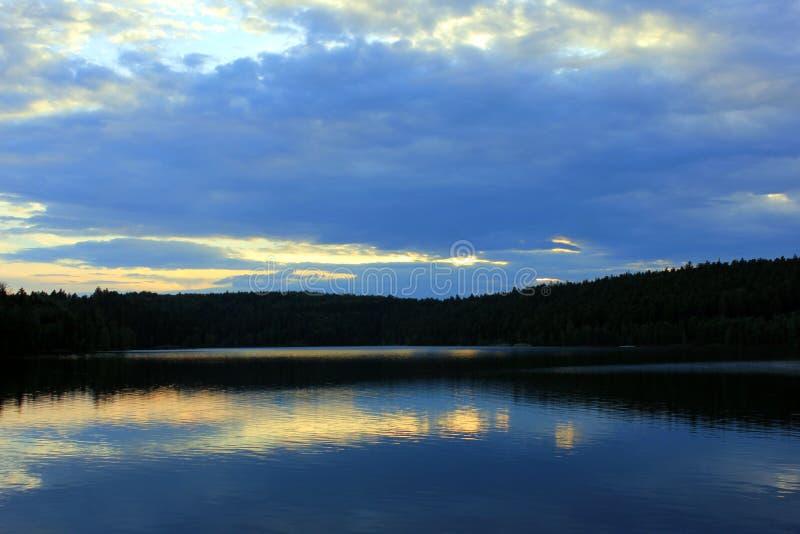 Заход солнца на озере percee pierre стоковое изображение rf
