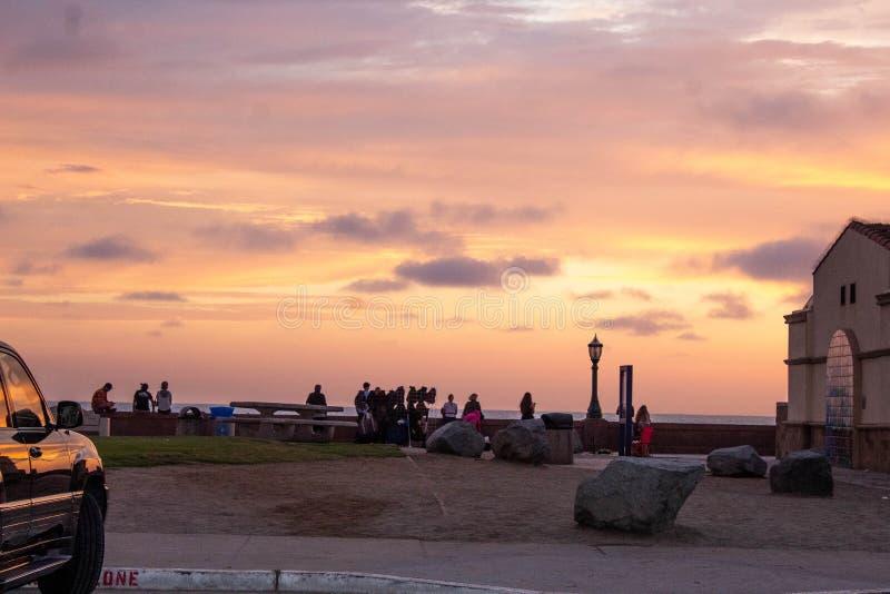 Заход солнца на пляже миссии в Сан-Диего, Ca стоковое фото