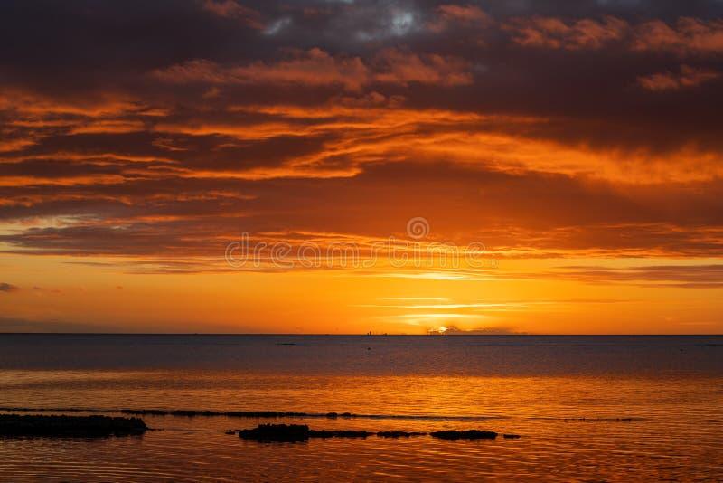 Заход солнца на пляже на острове Маврикия стоковая фотография rf