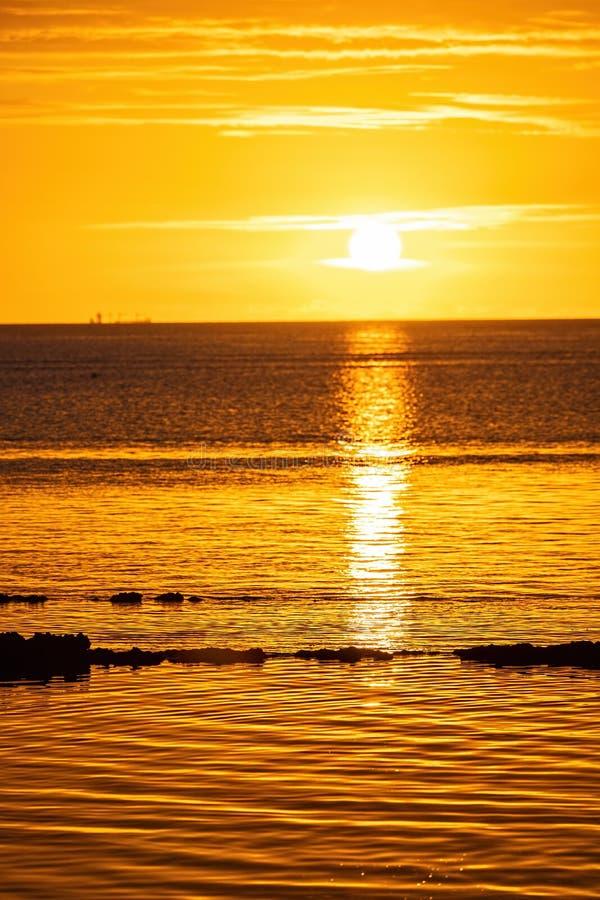 Заход солнца на пляже на острове Маврикия стоковое изображение