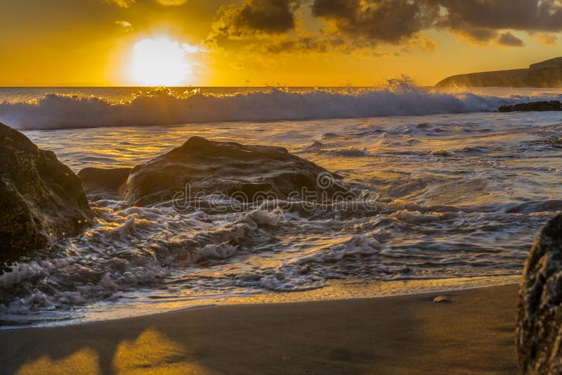 Заход солнца на пляже Фуэртевентуры стоковая фотография rf