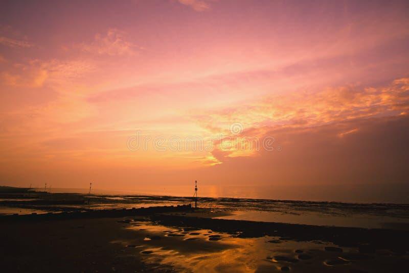 Заход солнца на пляже Hunstanton стоковые фото