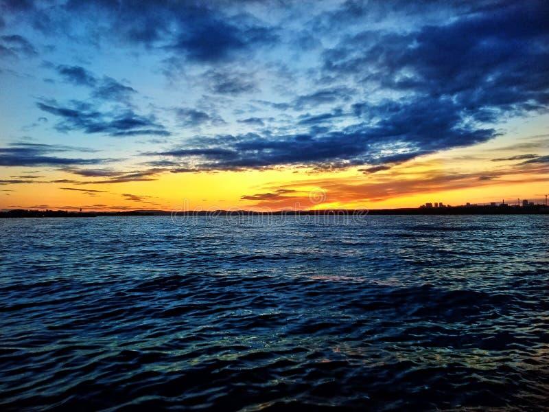 Заход солнца на пруде стоковые изображения rf