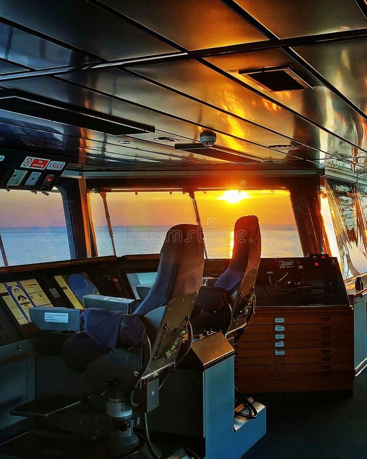 Заход солнца на рабочем месте стоковые фото