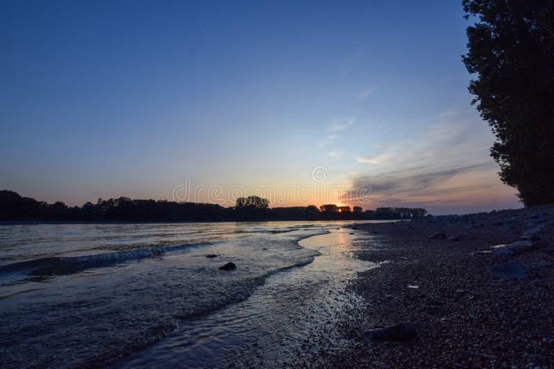 Заход солнца на Рейне стоковое изображение rf