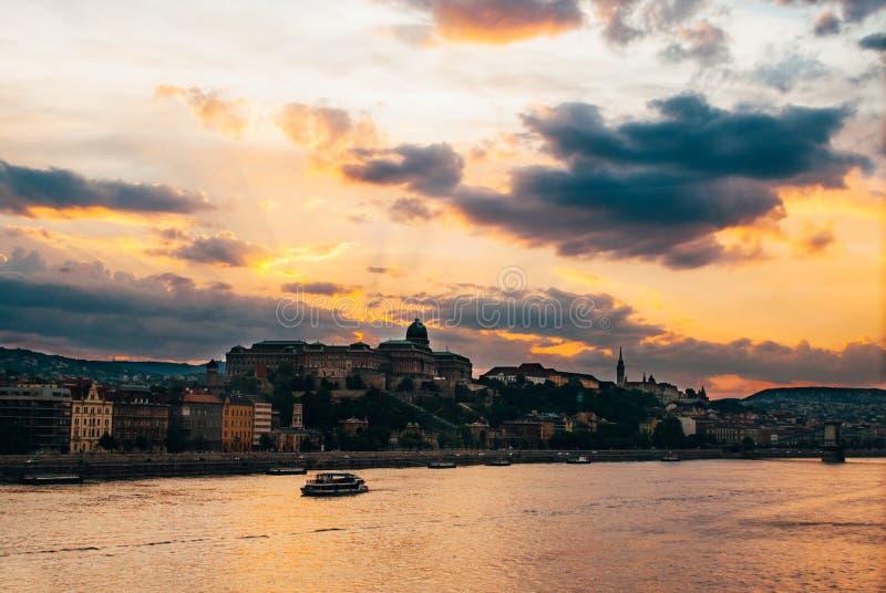 Заход солнца на реке Будапеште стоковые изображения rf