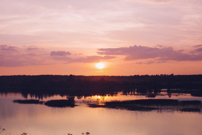 Заход солнца на реке стоковое изображение rf