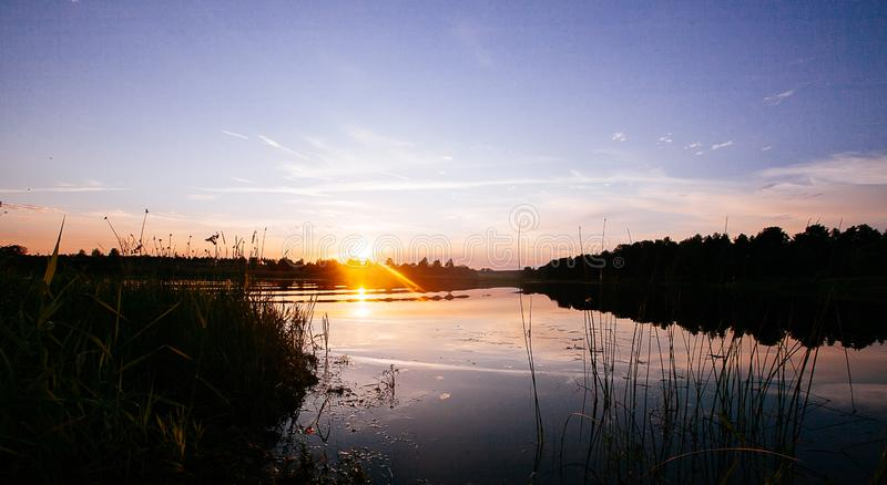 Заход солнца на реке стоковые изображения rf