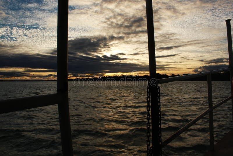 Заход солнца на реке Сан-Франциско стоковая фотография rf