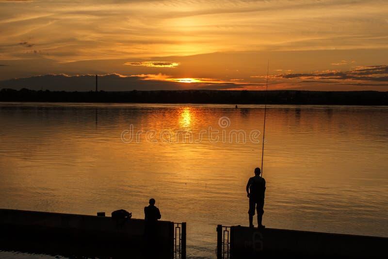 Заход солнца на реке стоковое изображение