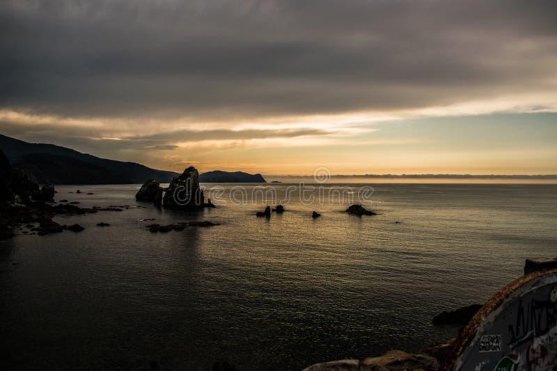 Заход солнца на Dragonstone стоковое фото rf