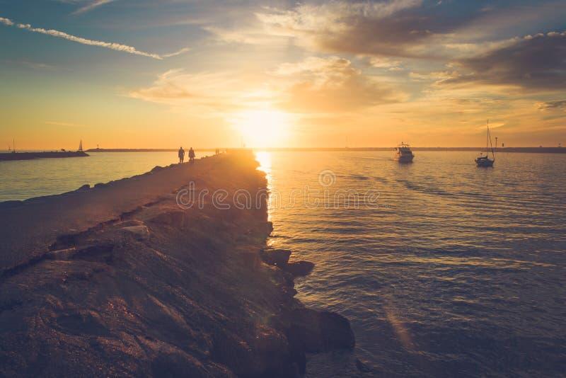 Заход солнца на Playa del Rey стоковое фото